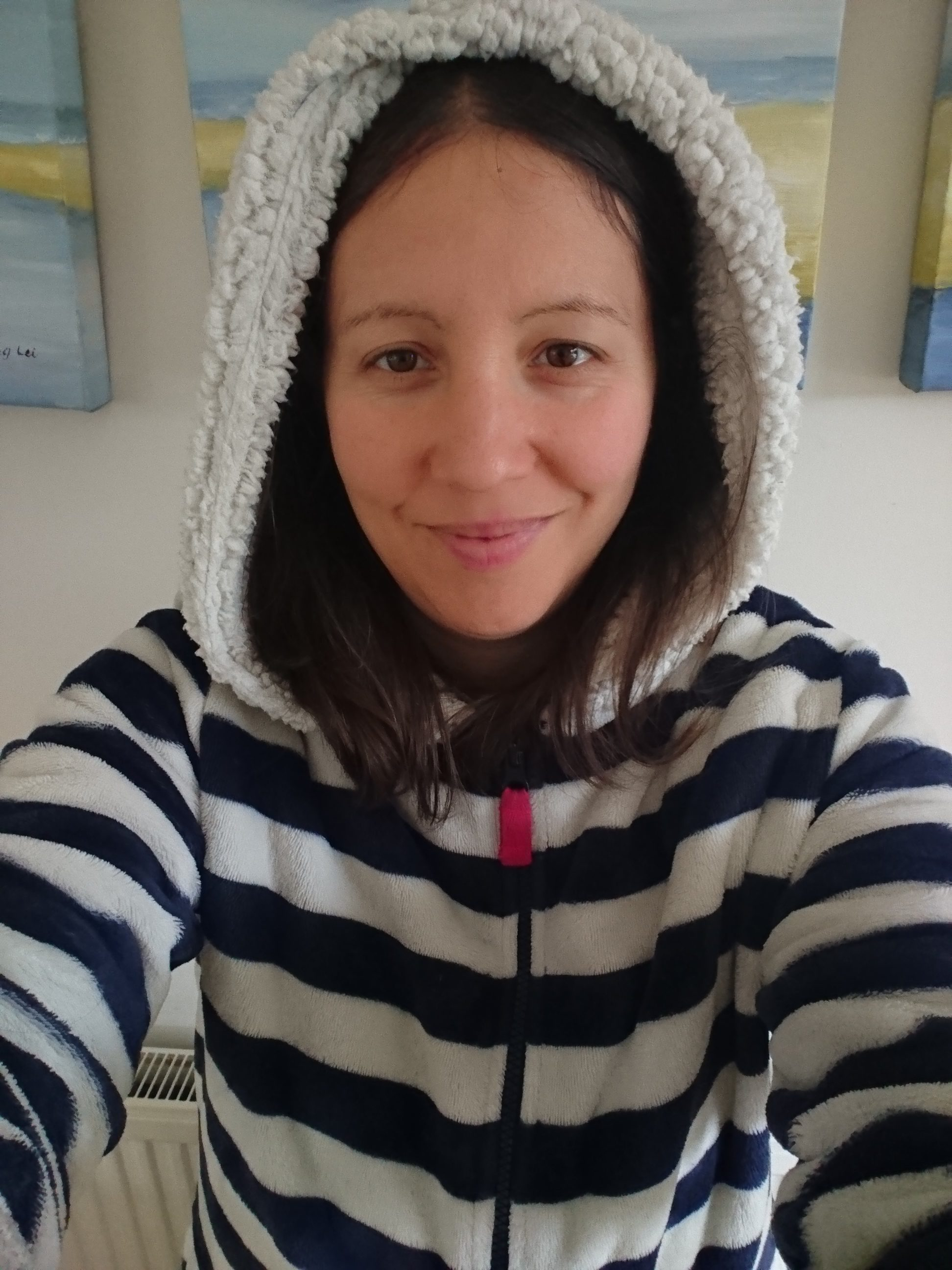 Dressing gown, staying warm, energy saving, heating bills, warm in winter, wear layers